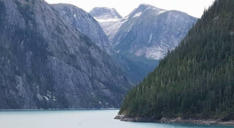 Alaskan mountains and a lake